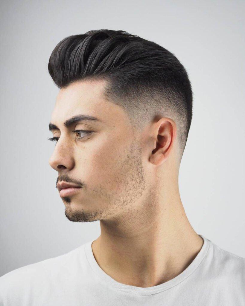 Мужской парикмахер-стилист